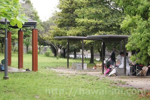 柳川瀬公園バーベキュー場 屋根付き区画 かまど(屋根付き区画のみ) 屋根無し区画 洗い場 トイレ